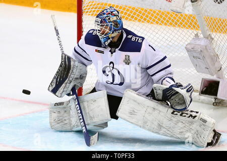 Moscow, Russia. 21st Mar, 2019. MOSCOW, RUSSIA - MARCH 21, 2019: HC Dynamo Moscow's goaltender Alexander Yeryomenko in Leg 5 of their 2018/19 KHL Western Conference semi-final playoff tie against HC CSKA Moscow, at CSKA Arena. Mikhail Tereshchenko/TASS Credit: ITAR-TASS News Agency/Alamy Live News - Stock Image