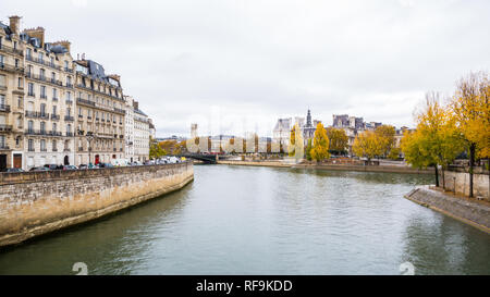 Paris (France) - Fall colors along the river Seine - Stock Image