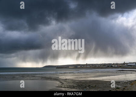 Penzance, Cornwall, UK. 10th Feb 2019. UK Weather. Fast moving clouds bringing wintry showers over the far south west of Cornwall this lunchtime. Credit: Simon Maycock/Alamy Live News - Stock Image