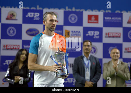 Pune, India. 5th January 2019. Ivo Karlovic of Croatia with the singles runner-up trophy at Tata Open Maharashtra ATP Tennis tournament in Pune, India. Credit: Karunesh Johri/Alamy Live News - Stock Image