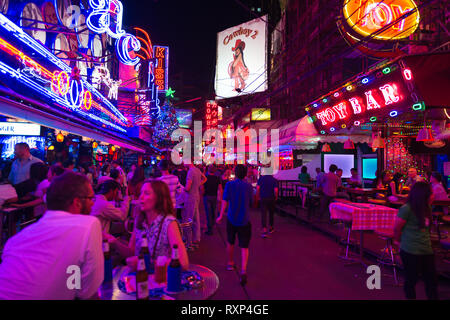 Sukhumvit road, the Bangkok entertainment district with best night clubs, bars and shows - Stock Image