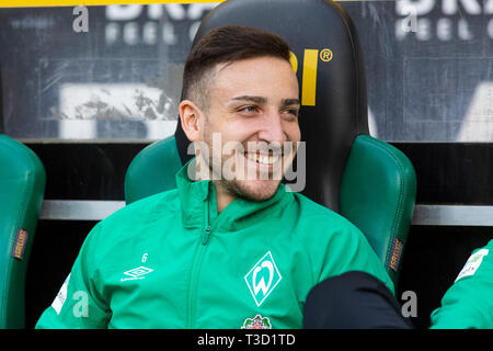 sports, football, Bundesliga, 2018/2019, Borussia Moenchengladbach vs SV Werder Bremen 1-1, Stadium Borussia Park, players bench, Kevin Moehwald (Bremen), DFL REGULATIONS PROHIBIT ANY USE OF PHOTOGRAPHS AS IMAGE SEQUENCES AND/OR QUASI-VIDEO - Stock Image