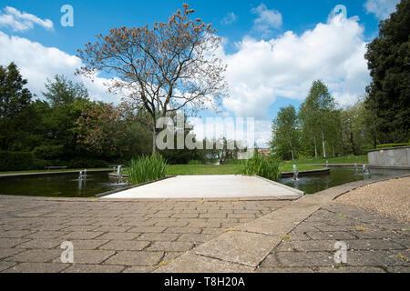 Landscaped water gardens image, Nottingham - Stock Image