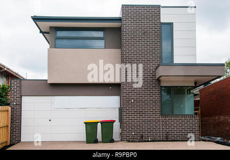 Newly-built suburban family home, South Caulfield, Melbourne, Australia. New home completions are an economic indicator. - Stock Image
