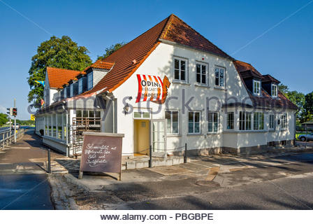 ODINs Historisches Gasthaus Haddeby serves excellent food directly across Bundesstraße 76 from the Haithabu museum. - Stock Image