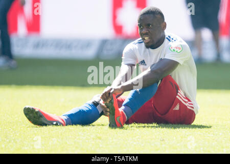 Hamburg, Deutschland. 20th Apr, 2019. Dominik WYDRA (AUE) sits after the end of the game with pain on the pitch, injured, injury, whole figure, disappointed, disappointed, disappointment, disappointment, sad, Soccer 2. Bundesliga, 30. matchday, Hamburg Hamburg Hamburg (HH) - FC Erzgebirge Aue (AUE) 1: 1, on 20.04.2019 in Hamburg/Germany. ¬ | usage worldwide Credit: dpa/Alamy Live News - Stock Image