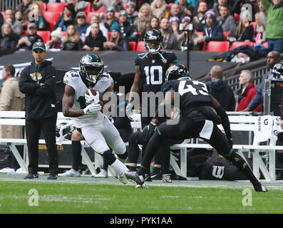 London, UK. 28 October 2018.   Philadelphia Eagles Running Back Josh Adams (33) does touchdown  at the Eagles at Jaguars - credit Glamourstock Credit: glamourstock/Alamy Live News - Stock Image
