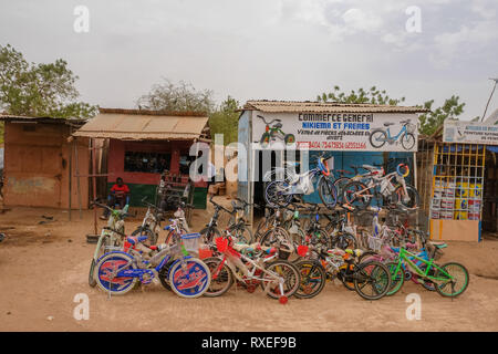 Small business in Africa: a bicycle shop on a street in Ouagadougou, the capital of Burkina Faso, sells bicycles - Stock Image