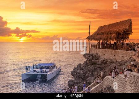 Ricks Cafe open air bar , Rick´s viewpoint at sunset, Catamaran, nightlife, Negril Jamaica, - Stock Image