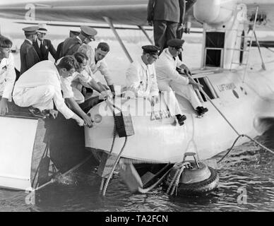 Dornier Do 18 'Zephyr' flying boat of the Lufthansa after its first nonstop flight from the Azores to New York at the Pan American Dock in Port Washington, NY. - Stock Image
