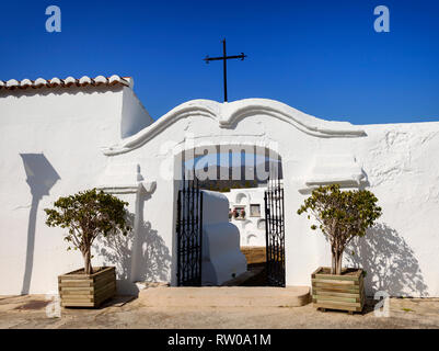 The entrance to the Cementerio Redondo (circular cemetery) in Sayalonga, a moorish white village in the province of Málaga, Andalusia in southern Spai - Stock Image