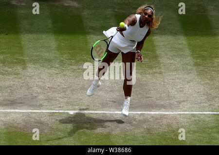 London, UK. 13th July, 2019. The All England Lawn Tennis and Croquet Club, Wimbledon, England, Wimbledon Tennis Tournament, Day 12; Serena Williams (USA) serves to Simona Halep (ROM) Credit: Action Plus Sports Images/Alamy Live News - Stock Image