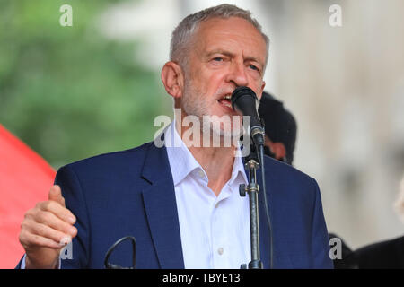London, UK. 04th June, 2019. Jeremy Corbyn, MP, Labour Leader, speaks to a large crowd in Whitehall, whilst Donald Trump is being hosted in nearby Downing Street. Politicians join the protests against Donald Trump on Parliament Square and Whitehall in Westminster. Credit: Imageplotter/Alamy Live News - Stock Image
