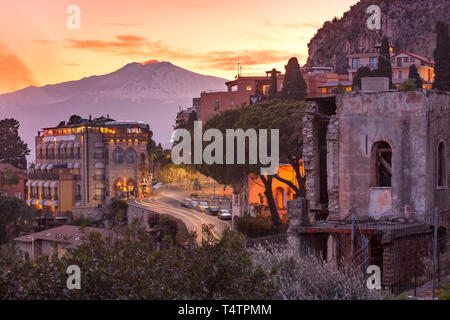 Mount Etna volcano at sunset, as seen from Taormina, Sicily - Stock Image