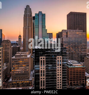 Minneapolis, Minnesota skyline at sunsetas seen from the 30th floor of the 365 Nicollet apartment tower. - Stock Image