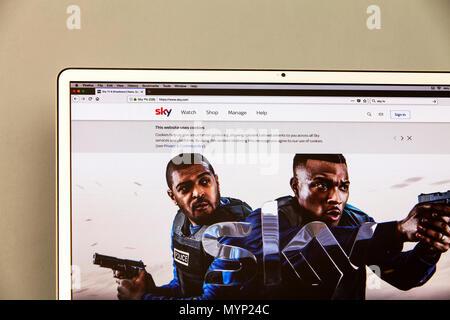 Sky TV Website, Sky.com, Sky Plc, Sky tv website, Sky tv homepage, Sky internet, Bulletproof series, Sky UK, Sky, Sky homepage, Sky Tv, Sky Tv UK, UK - Stock Image
