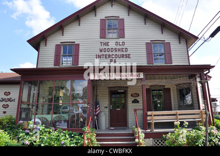 The Old Woodshed antiques shop, Intercourse, Amish country, Pennsylvania, USA - Stock Image