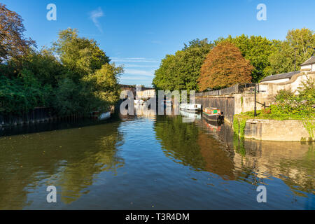 Bath, North East Somerset, England, UK - September 27, 2018: Boats and houses at the River Avon - Stock Image