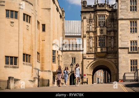 Three young female walking, Great Gatehouse, Bristol, UK - Stock Image