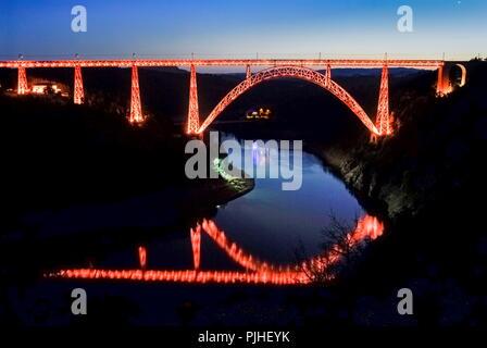 France, Center France, Garabit Viaduct, illuminated railway arch bridge spanning the River Truyere by night - Stock Image
