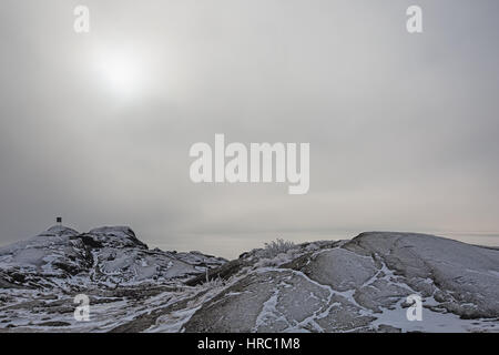 High contrast foggy winter landscape by the shore - Stock Image