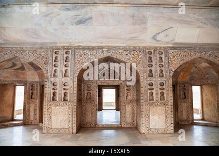 Geometric pattern background on the wall of Taj Mahal palace in Agra city, Uttar Pradesh state of India - Stock Image