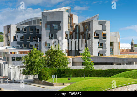 The Scottish Parliament Building (by Enric Miralles 2004), from the Our Dynamic Earth science centre, Holyrood, Edinburgh, Scotland, UK - Stock Image
