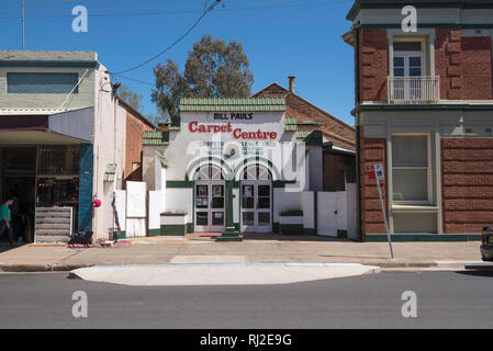 Bill Paul's Carpet Centre in Gaskill Street, Canowindra, NSW, Australia occupies the former Strand Theatre building. - Stock Image