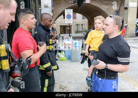 London, UK. 15th June, 2017. Resident thanking firefighters for their work at Grenfell Tower. Credit: Hoyer Photo/Alamy - Stock Image