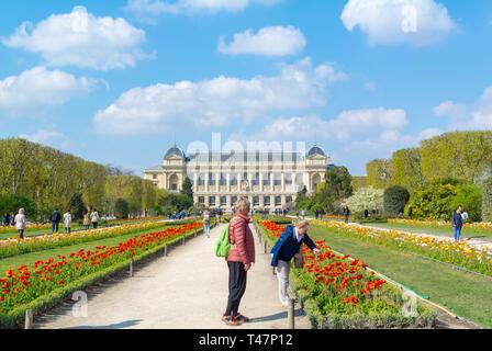 People enjoying flowers at jardin des plantes, paris, france - Stock Image