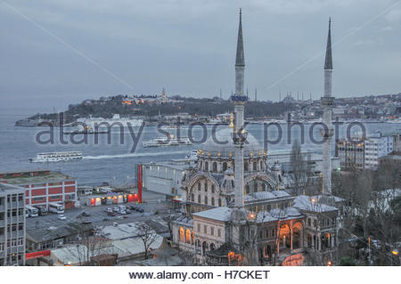 Partial view over Istanbul from the neighbourhood of Cihangir.  In the distance is Sultanahmet with Topkapi palace - Stock Image