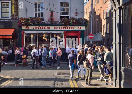 John Kehoe's pub.  9 South Anne Street, Weekday evening bar overflow, Temple Bar area, Dublin, Ireland 180621_68465 - Stock Image