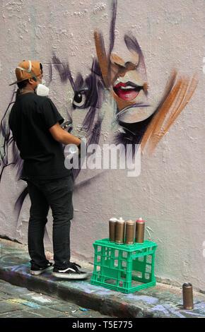 Street artist working in Hosier Lane, Melbourne, Australia - Stock Image
