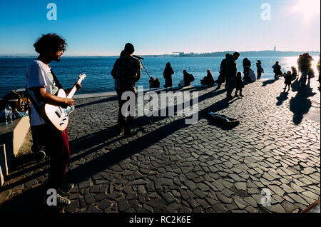 Lisbon, Portugal - Jan 13, 2019: Street performers alongside the river Tagus on a sunny winter day - Stock Image