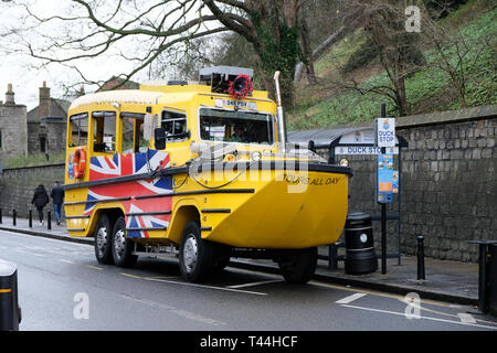 Windsor, 16 December 2018, UK - A Seahorse amphibious vehicle waits for passengers at a Duck tour bus stop - Stock Image
