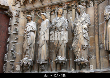 Statues to the Right of the Central Portal of Reims Cathedral Entrance, Reims, Marne, Champagne-Ardennes, France. - Stock Image