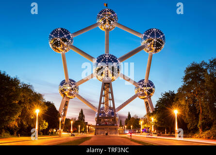 Brussels atomium Brussels at night lit up by LED bulbs Square de l'Atomium Boulevard de Centaire Brussels Belgium Eu Europe - Stock Image