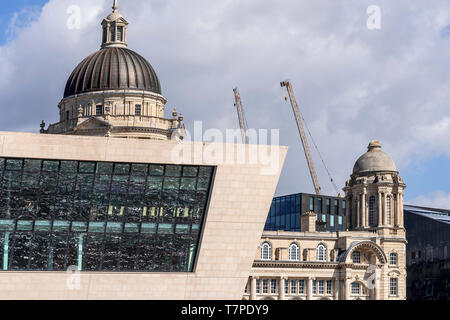 New and old. The new Merseyferries terminal building infront of the old Mersey Docks and Harbour building behind. - Stock Image