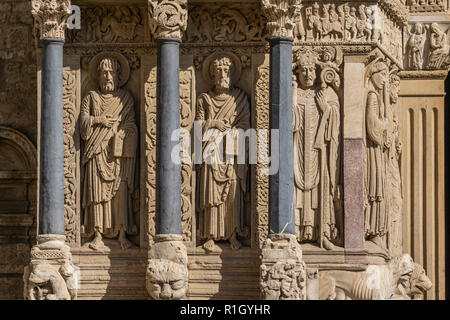 Portal of Saint Trophismus cathedral in Arles, Provence - Stock Image