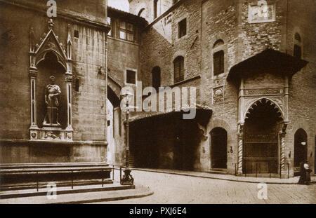 Florence, Tuscany, Italy - Palazzo dell'Arte della Lana.     Date: circa 1920 - Stock Image