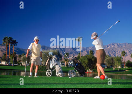 Senior citizens couple teeing off in Palm Springs California - Stock Image