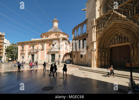 Landmark buildings Basilica de los Desamparados (left) and Valencia Cathedral in Plaza de la Virgen, North Cuitat Vella district, Valencia, Spain - Stock Image