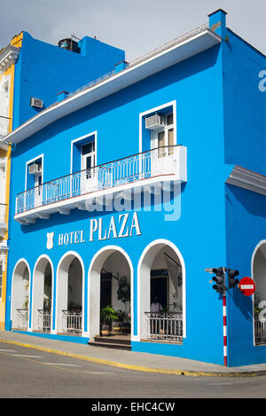 Cuba Sancti Spiritus main square Parque Serafin Sanchez blue painted Hotel Plaza arches arcade colonnade - Stock Image