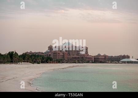 Evening view of Emirates Palace, Abu Dhabi, UAE - Stock Image