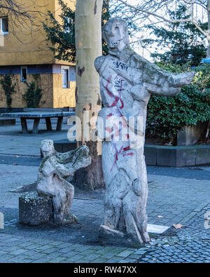 Kreuzberg-Berlin. Weathered old stone scupture of Mother and child outside modern apartment building in Gitschiner Str. - Stock Image