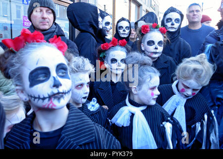 Ayrshire, UK. 28th Oct, 2018. Children dressed up and ready to dance for the crowds at TamFest in Ayr, Town Centre Credit: PictureScotland/Alamy Live News  - Stock Image