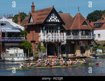 Crews on their way down to the start at the Henley Royal Regatta, Henley-on-Thames, England, UK - Stock Image