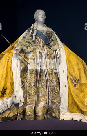 The Court Gown and Robe of Empress Catherine The Great displayed inside Catherine Palace (Tsarskoe Selo), Pushkin, - Stock Image