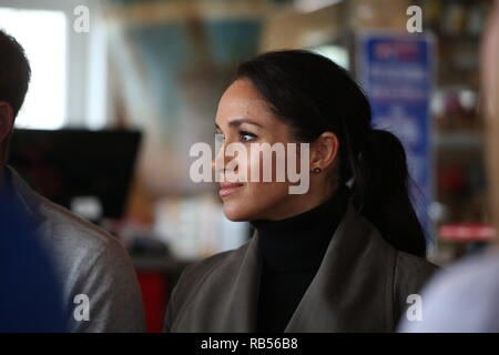 Prince Harry, Duke of Sussex and Meghan, Duchess of Sussex depart after a meeting with young people in the Mental Health Sector at Maranui Cafe on October 29, 2018 in Wellington, New Zealand. - Stock Image