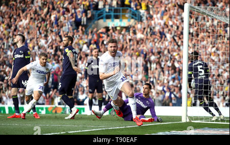 Leeds United's Stuart Dallas celebrates scoring his side's first goal of the game during the Sky Bet Championship Play-Off, Semi Final, Second Leg match at Elland Road, Leeds. - Stock Image